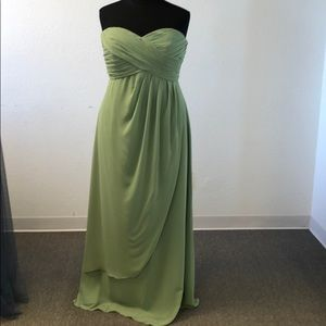 Dresses & Skirts - Strapless chiffon gown in the color cactus
